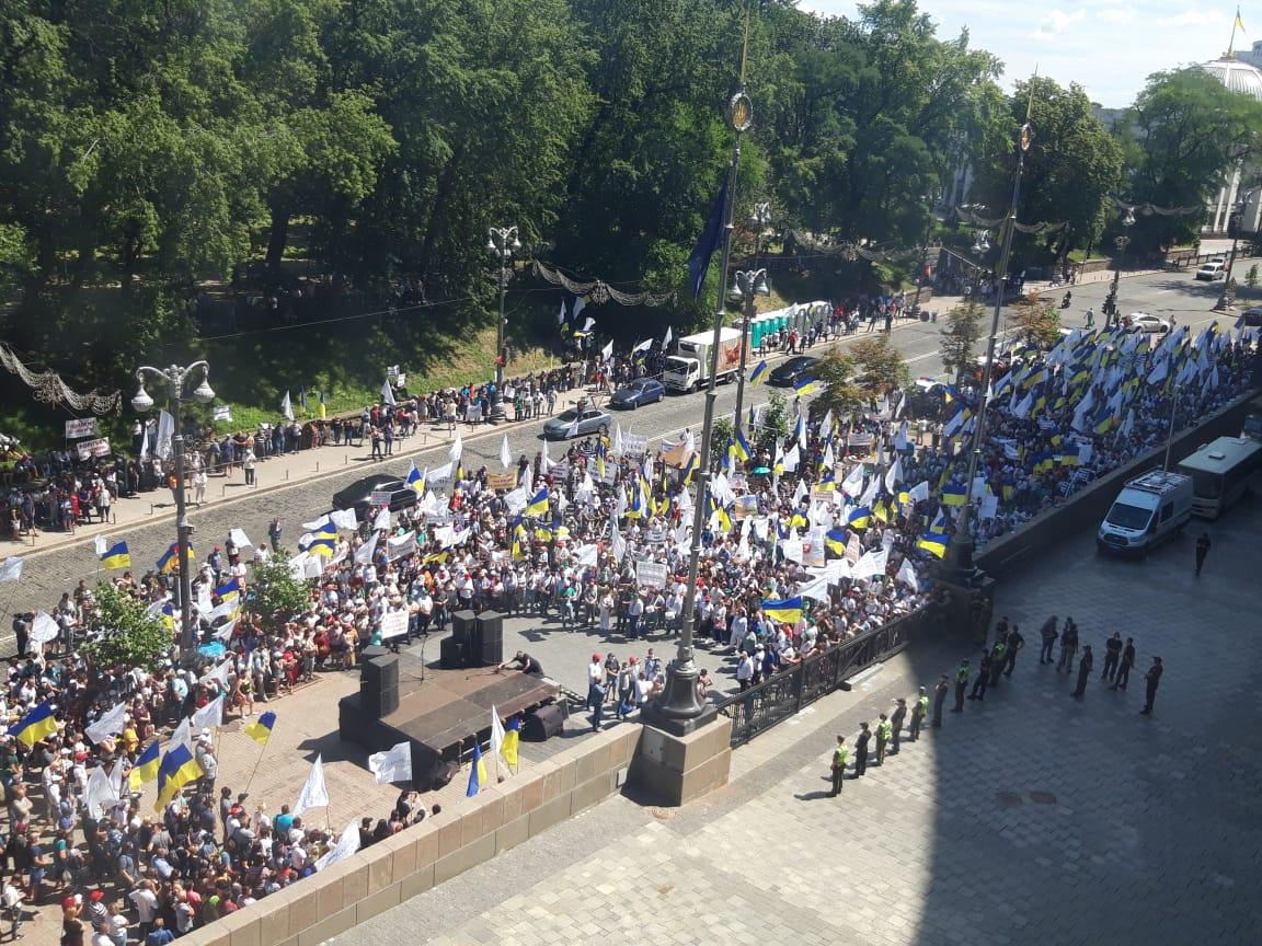 """Работники """"Укрлендфарминг"""" проводят митинг возле Кабмина и готовятся идти к ВАКС"""