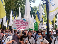 Farmers rally in Kyiv demanding to close case against businessman Bakhmatyuk (Photo)